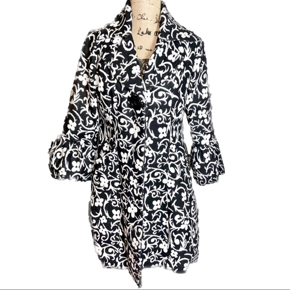 Luii Womens Black & White Floral Trench/Peacoat